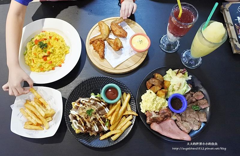 晴光商圈早午餐美式餐廳 聚餐 奇點+早午餐 雙城街美食