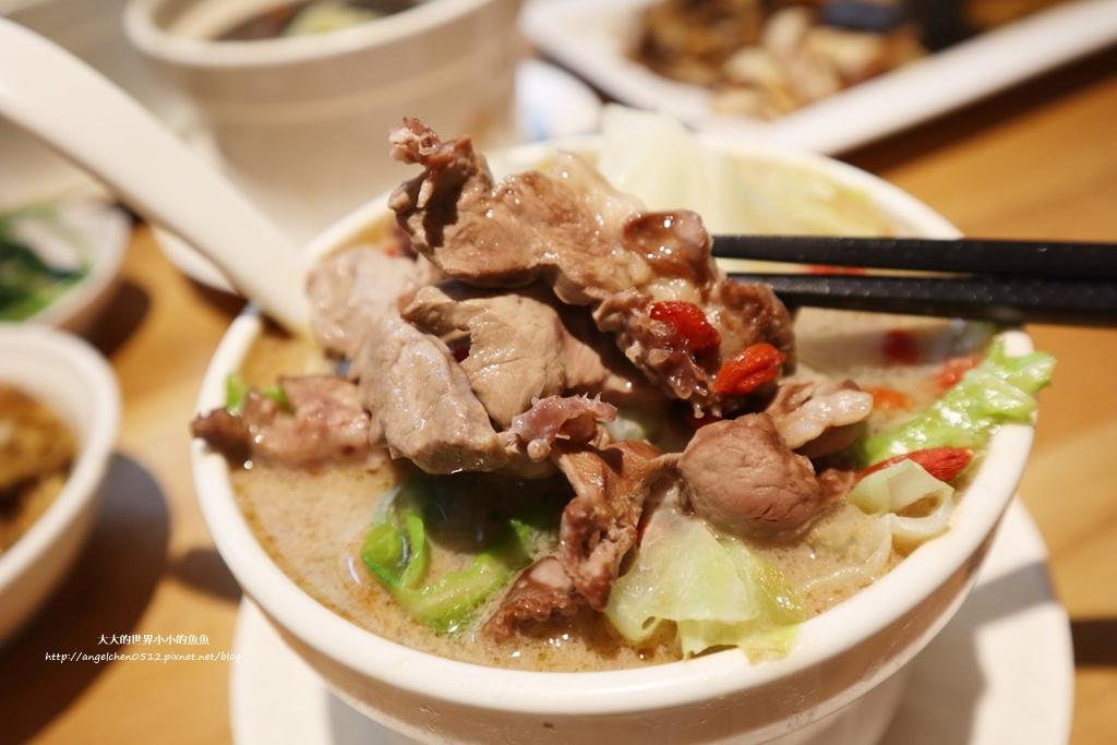 中和美食 新北米其林推薦 Taipei Michelin guide 雙月食品社中和店 養生 雞湯 東石鮮蚵必點  遠東世紀廣場對面 台北米其林小吃餐廳17