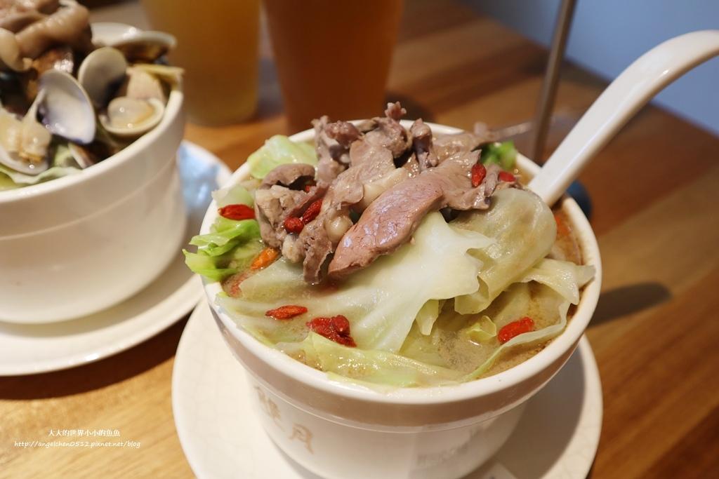 中和美食 新北米其林推薦 Taipei Michelin guide 雙月食品社中和店 養生 雞湯 東石鮮蚵必點  遠東世紀廣場對面 台北米其林小吃餐廳16