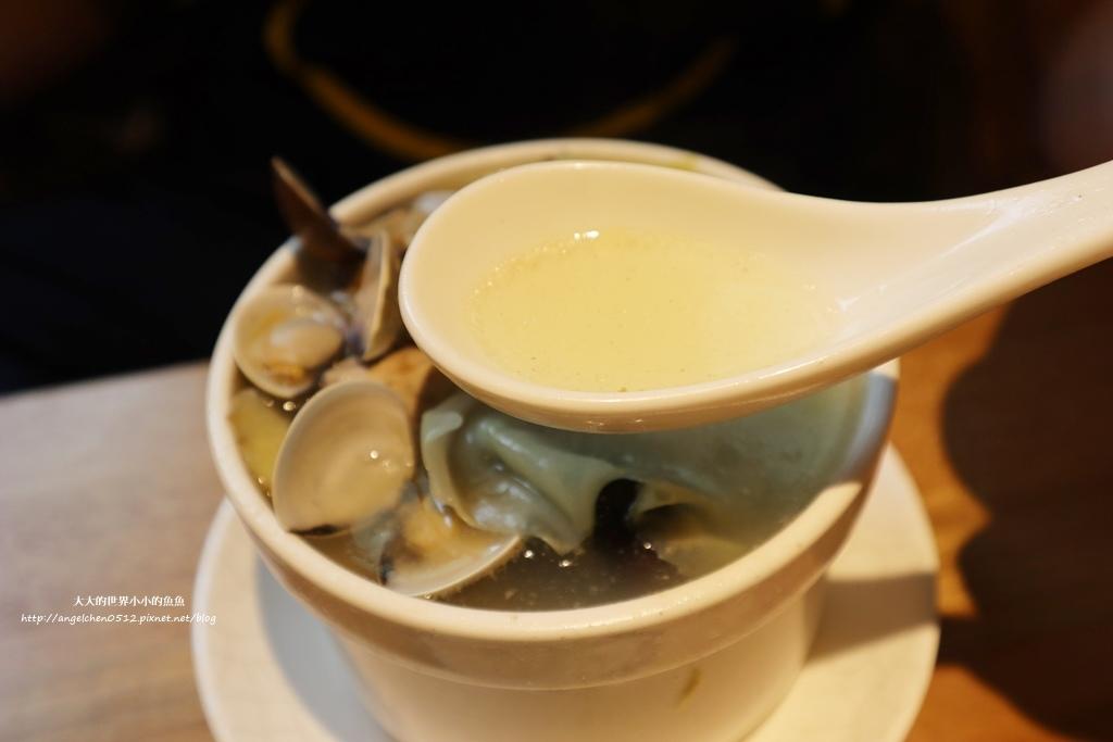 中和美食 新北米其林推薦 Taipei Michelin guide 雙月食品社中和店 養生 雞湯 東石鮮蚵必點  遠東世紀廣場對面 台北米其林小吃餐廳22