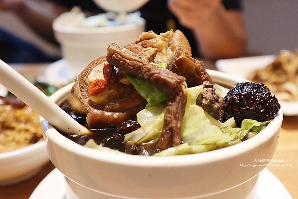 中和美食 新北米其林推薦 Taipei Michelin guide 雙月食品社中和店 養生 雞湯 東石鮮蚵必點  遠東世紀廣場對面 台北米其林小吃餐廳24