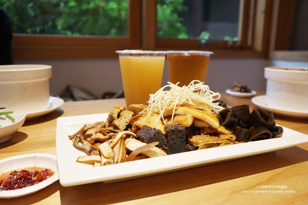 中和美食 新北米其林推薦 Taipei Michelin guide 雙月食品社中和店 養生 雞湯 東石鮮蚵必點  遠東世紀廣場對面 台北米其林小吃餐廳30