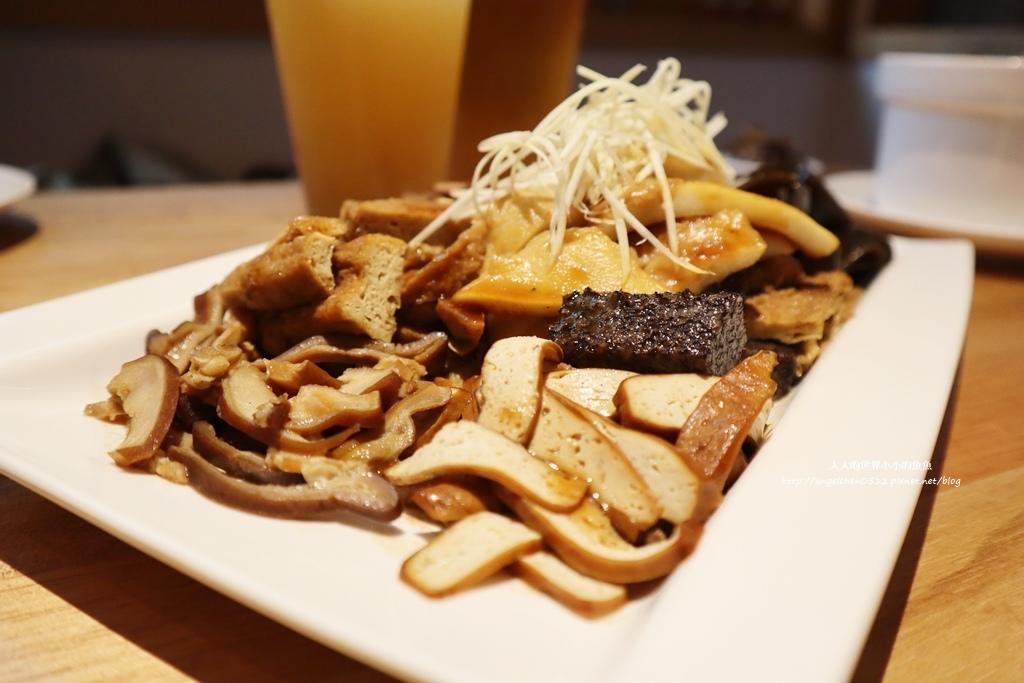 中和美食 新北米其林推薦 Taipei Michelin guide 雙月食品社中和店 養生 雞湯 東石鮮蚵必點  遠東世紀廣場對面 台北米其林小吃餐廳28