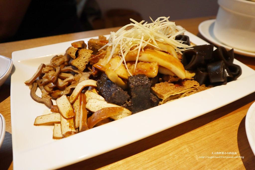 中和美食 新北米其林推薦 Taipei Michelin guide 雙月食品社中和店 養生 雞湯 東石鮮蚵必點  遠東世紀廣場對面 台北米其林小吃餐廳27
