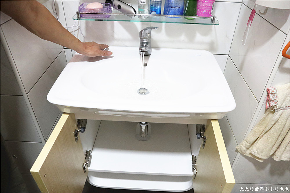 特力屋獨家代理 BRAVAT U型實木多層浴櫃  160