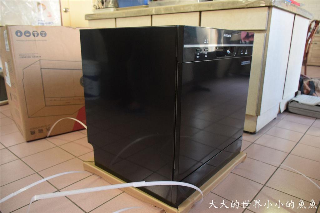 Frigidaire桌上型六人份洗碗機11