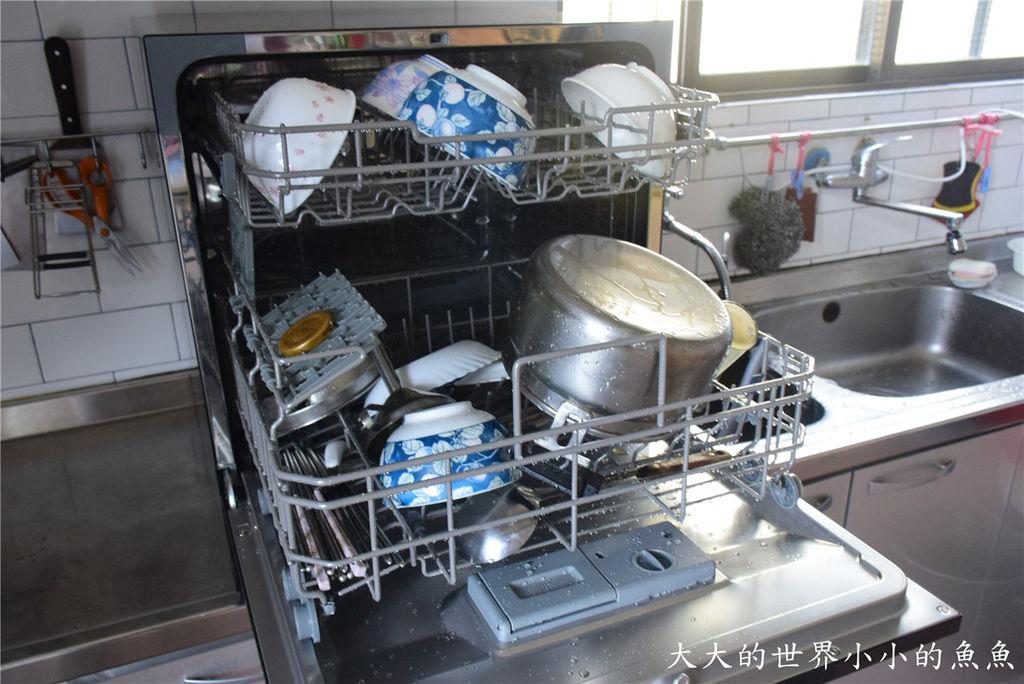 Frigidaire桌上型六人份洗碗機70