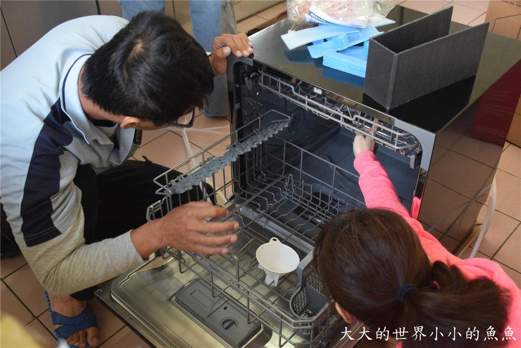 Frigidaire桌上型六人份洗碗機21