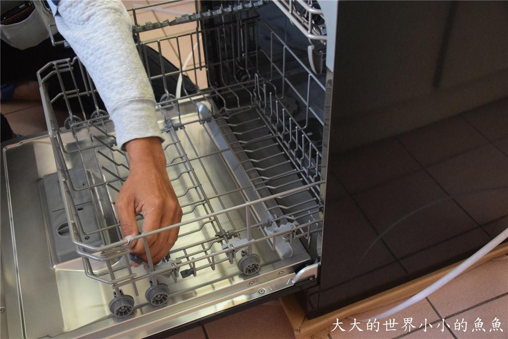 Frigidaire桌上型六人份洗碗機19