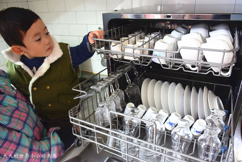 Frigidaire桌上型八人份洗碗機