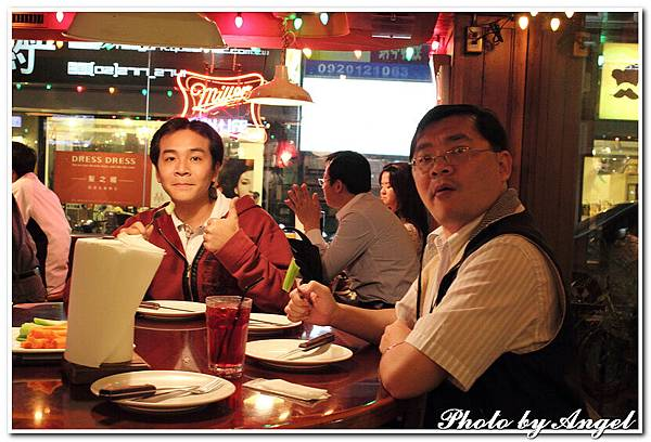20110506 ICBG、WRAD Hooters聚餐_016.jpg