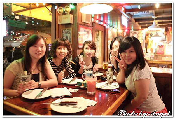 20110506 ICBG、WRAD Hooters聚餐_015.jpg