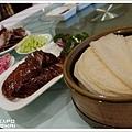 傳統吃法-荷葉餅夾鴨肉
