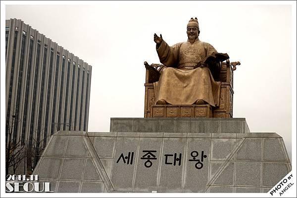 光化門廣場上的世宗大王像