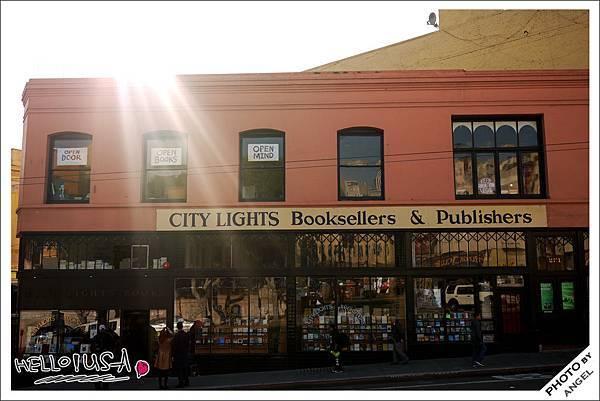 第一個出版平裝書的城市之光書店.jpg