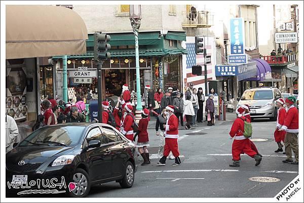 這一天疑似有聖誕老人快閃活動.jpg