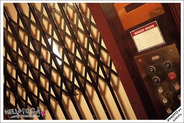 古董電梯超酷的!!!.jpg