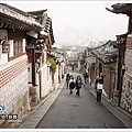 北村六景:嘉會洞小巷路從上而下看首爾風景.jpg