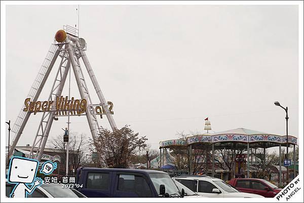 這個遊樂園看起來實在格外諷刺