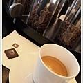 托朋友的福享用了一杯香醇的咖啡