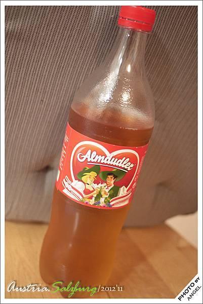 奧地利特有的氣泡飲料---ALMDUDLER,其實就是蘋果西打啦!