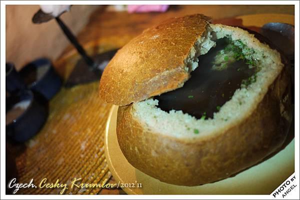 蒜頭麵包湯