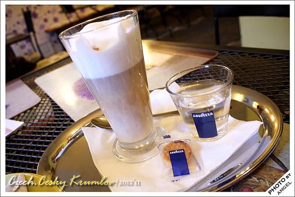至於咖啡嘛...就純粹當個飲料喝吧!