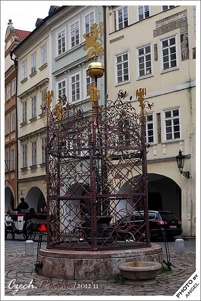 小廣場上有一口400多年歷史的古井