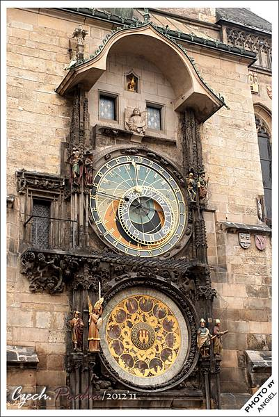 舊城廣場最熱門的景點---天文鐘