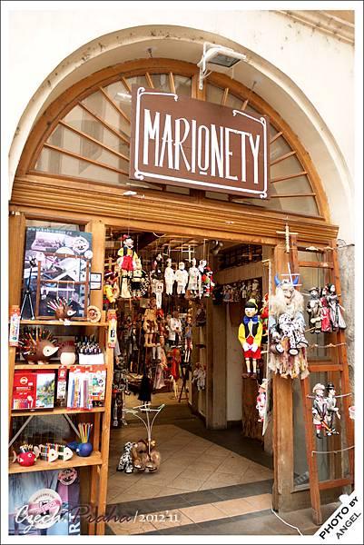 如果想買國營鉛筆和刺蝟可以到旁邊的木偶店選購