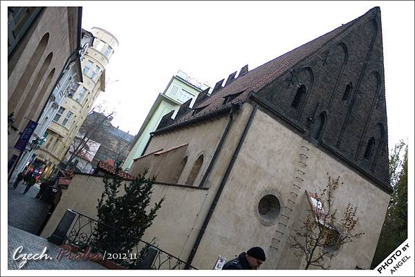 有點突兀的「舊新猶太教堂」