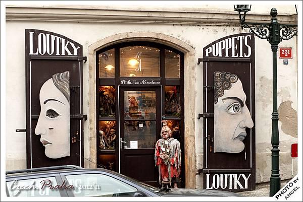 木偶店門口擺的木偶總是很嚇人
