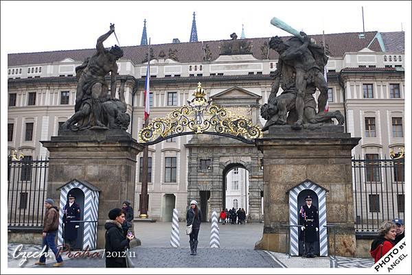 布拉格城堡的馬提亞城門