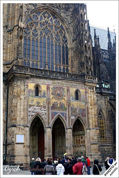 教堂的金色大門
