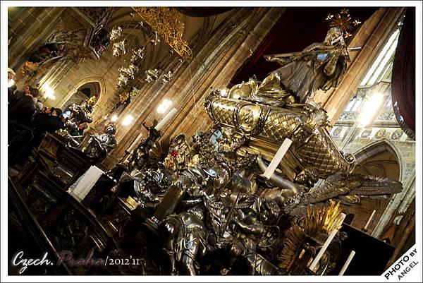 純銀打造的聖約翰‧內波穆克之墓