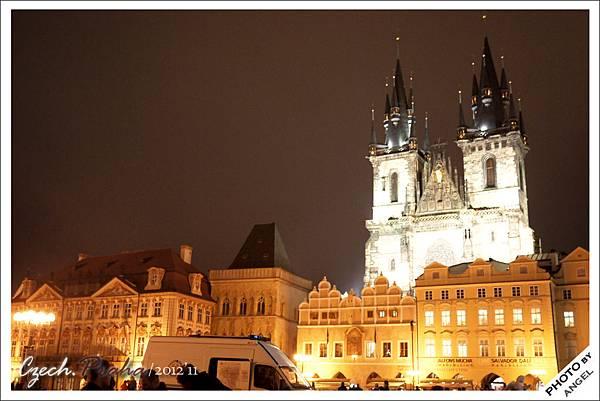 布拉格是一個很捨得花錢打光的城市