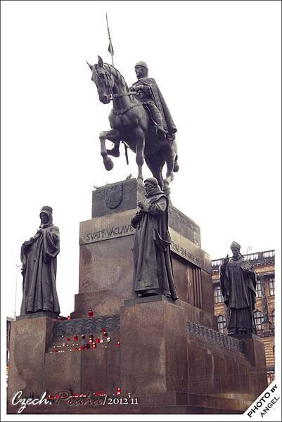 聖瓦次拉夫雕像