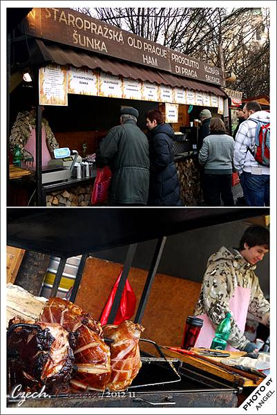 舊城廣場上有許多傳統小吃攤