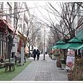 冬天的咖啡街格外蕭瑟冷清