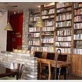 書牆似乎是最近首爾咖啡廳的流行