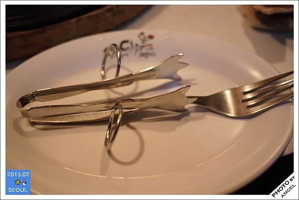 Chir Chir附的小工具強調讓你吃炸雞不髒手
