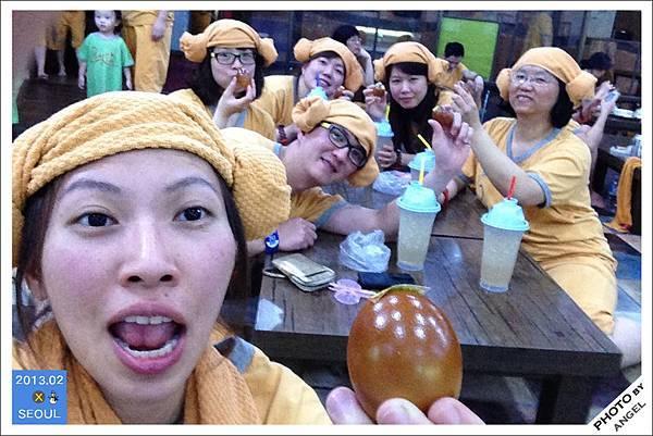 全員戴上羊角帽慶祝汗蒸幕之旅大成功