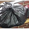 我們還自備垃圾袋裝衣服XDDD