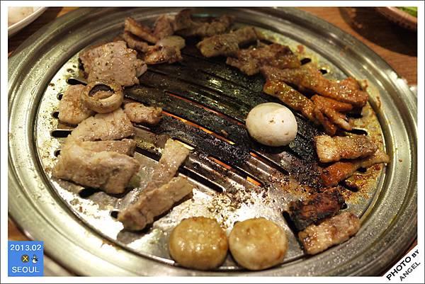 好吃的烤肉和烤蘑菇