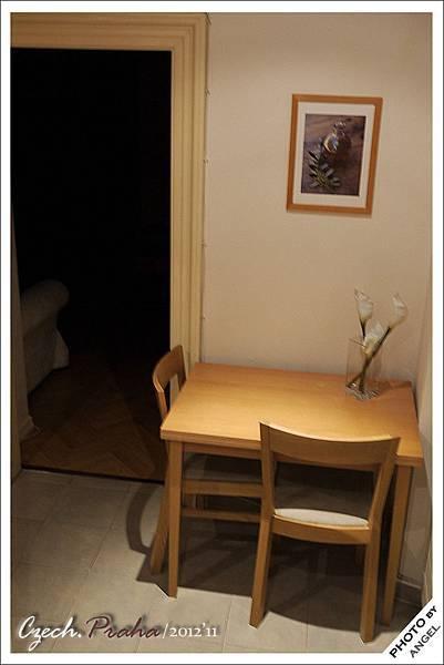 一進門首先看見小餐桌