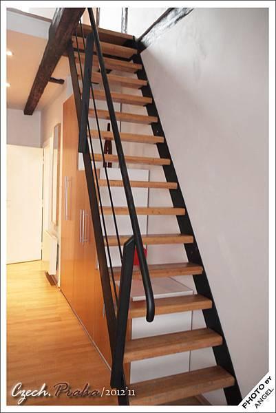 樓梯有點陡