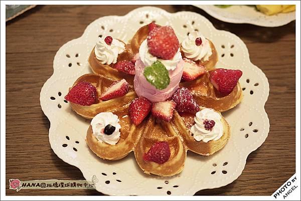 像花一樣的草莓鬆餅