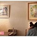 略顯斑駁的牆面掛上一兩幅畫就很好看