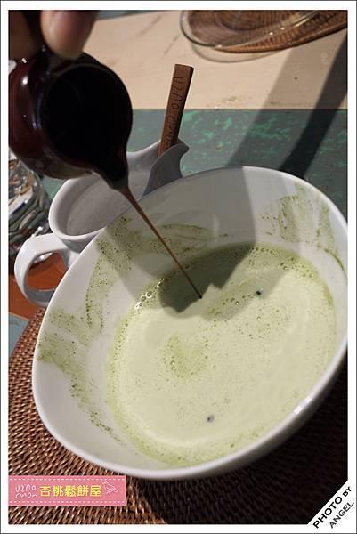 刷完的熱抹茶拿鐵可以加入黑糖蜜