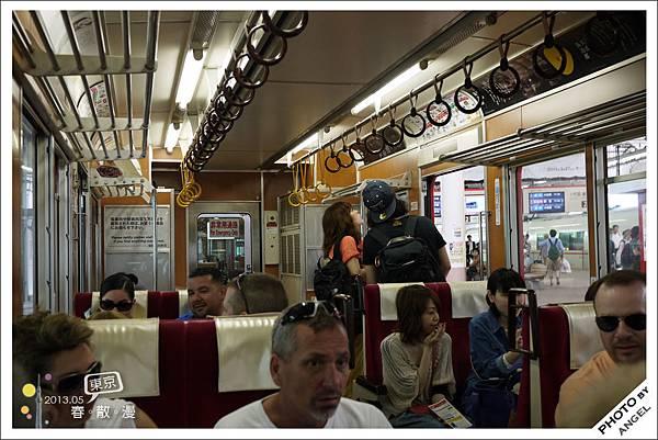 車子內部有點像復古的火車